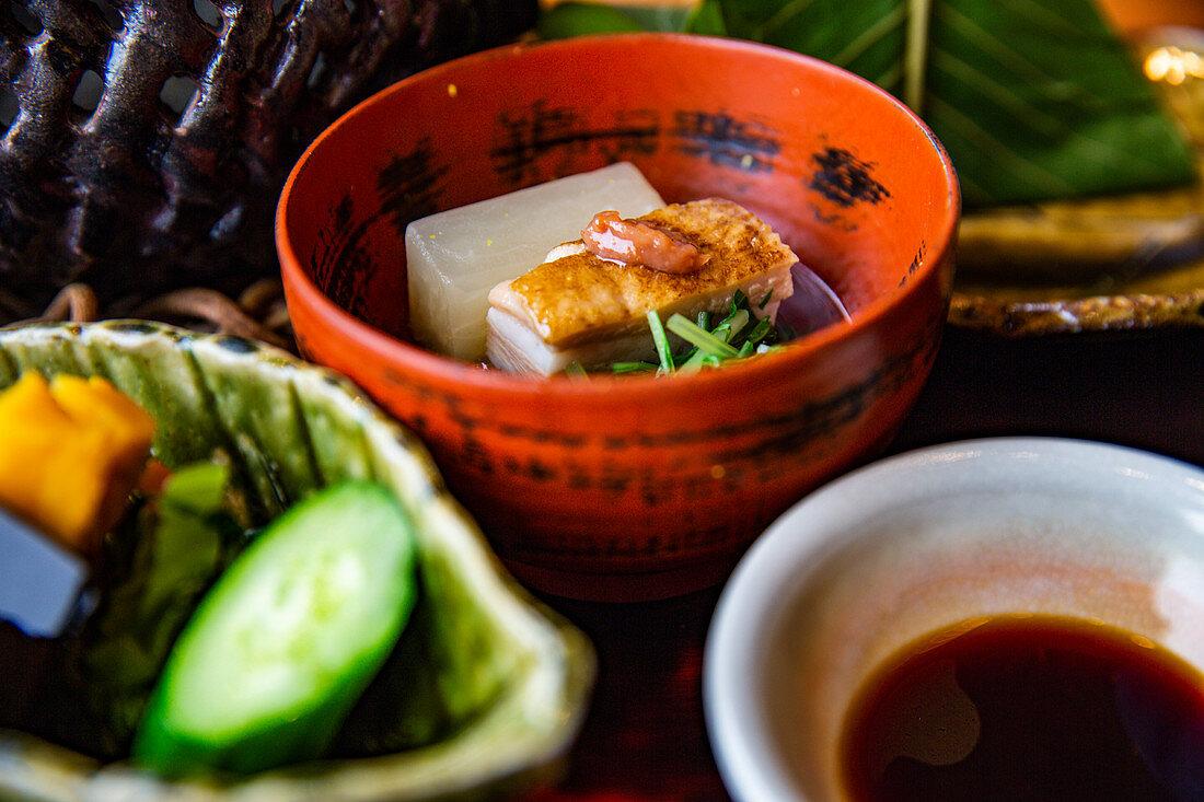 Japanisches Gericht mit Schweinebauch