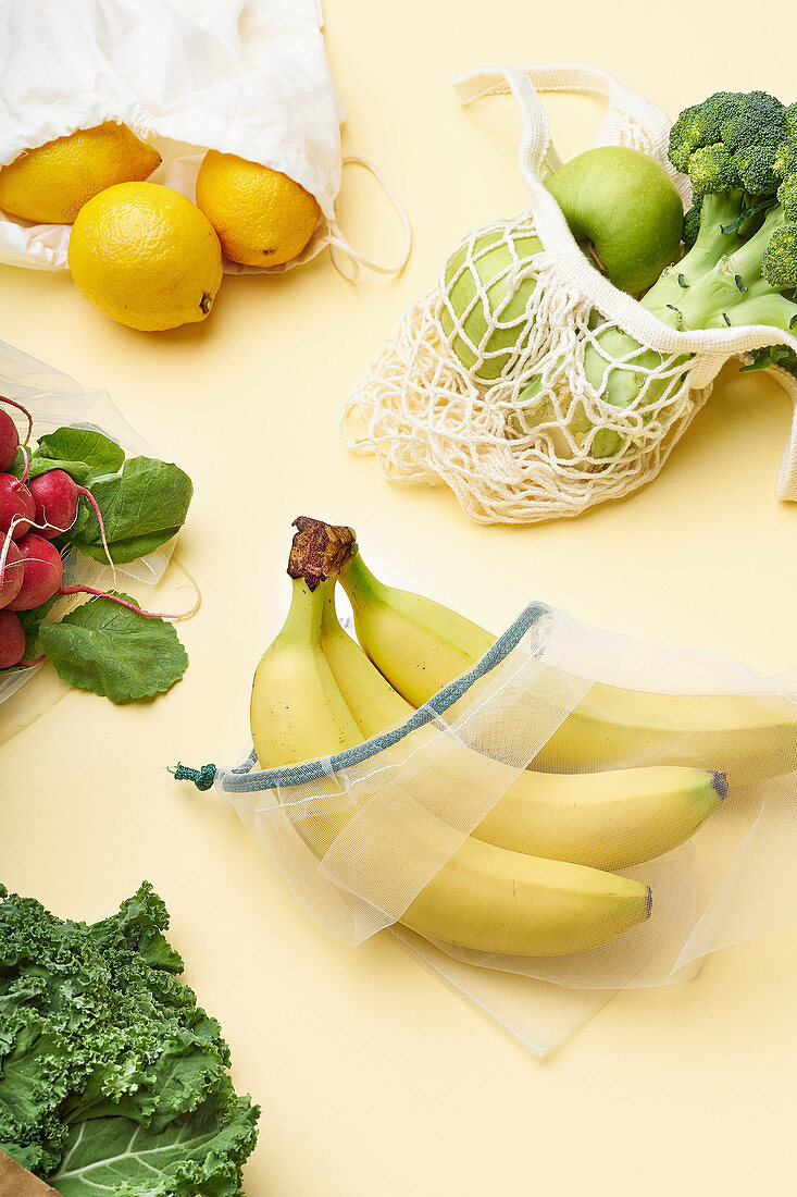Environmentally friendly shopping with reusable bags (zero waste)