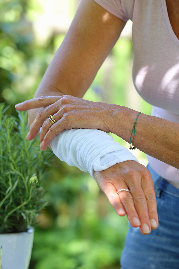 Arm wrap made of whey and rosemary to promote blood circulation