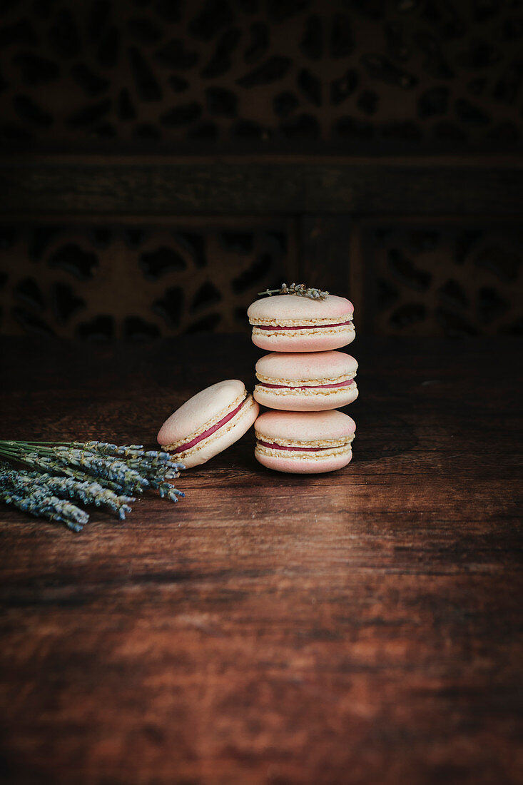 Pink champagne macaroons with dried lavender