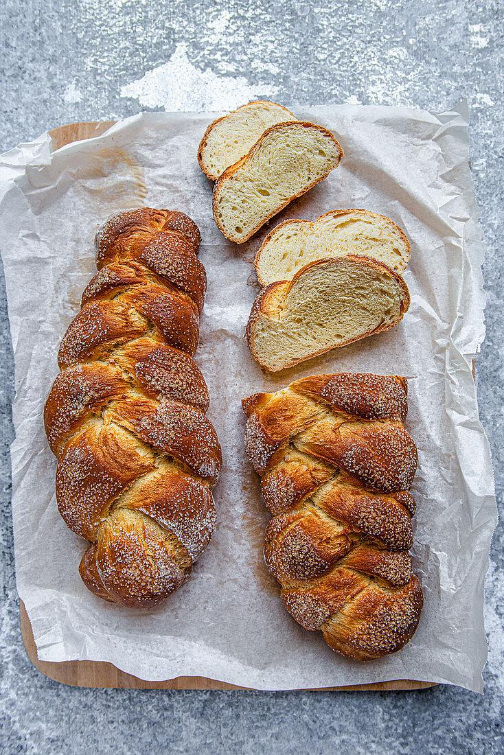 Sweet plaited bread
