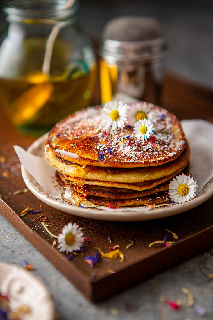 Banana pancakes with daisies