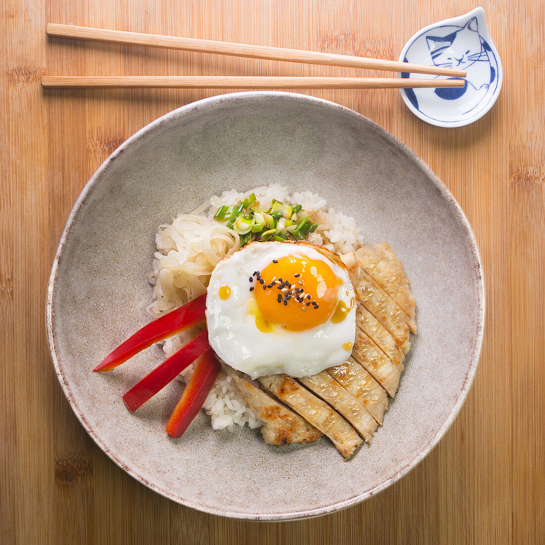 Chicken Donburi with paprika, egg and onion