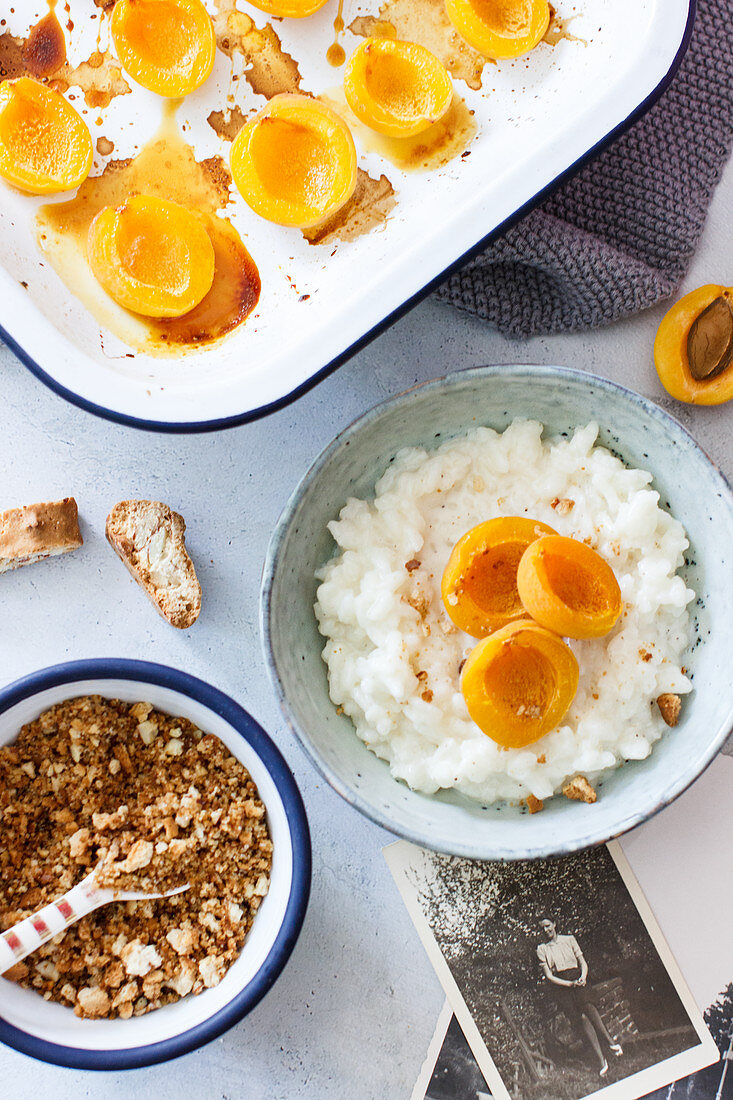 Rice pudding with caramelised apricots and biscuit crumbs