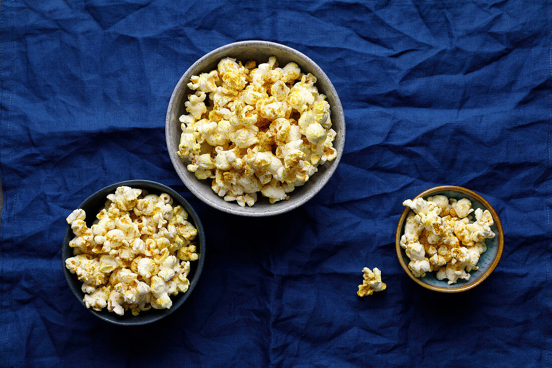 Bollywood popcorn with hot curry powder