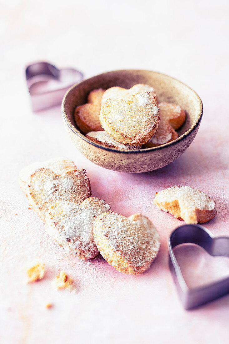 Heart-shaped biscotti with almonds and orange blossom water (Italy)