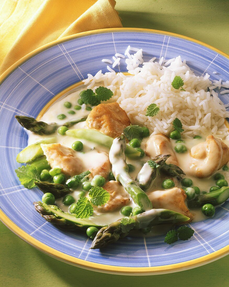 Chicken & vegetable ragout with peas, green asparagus & rice