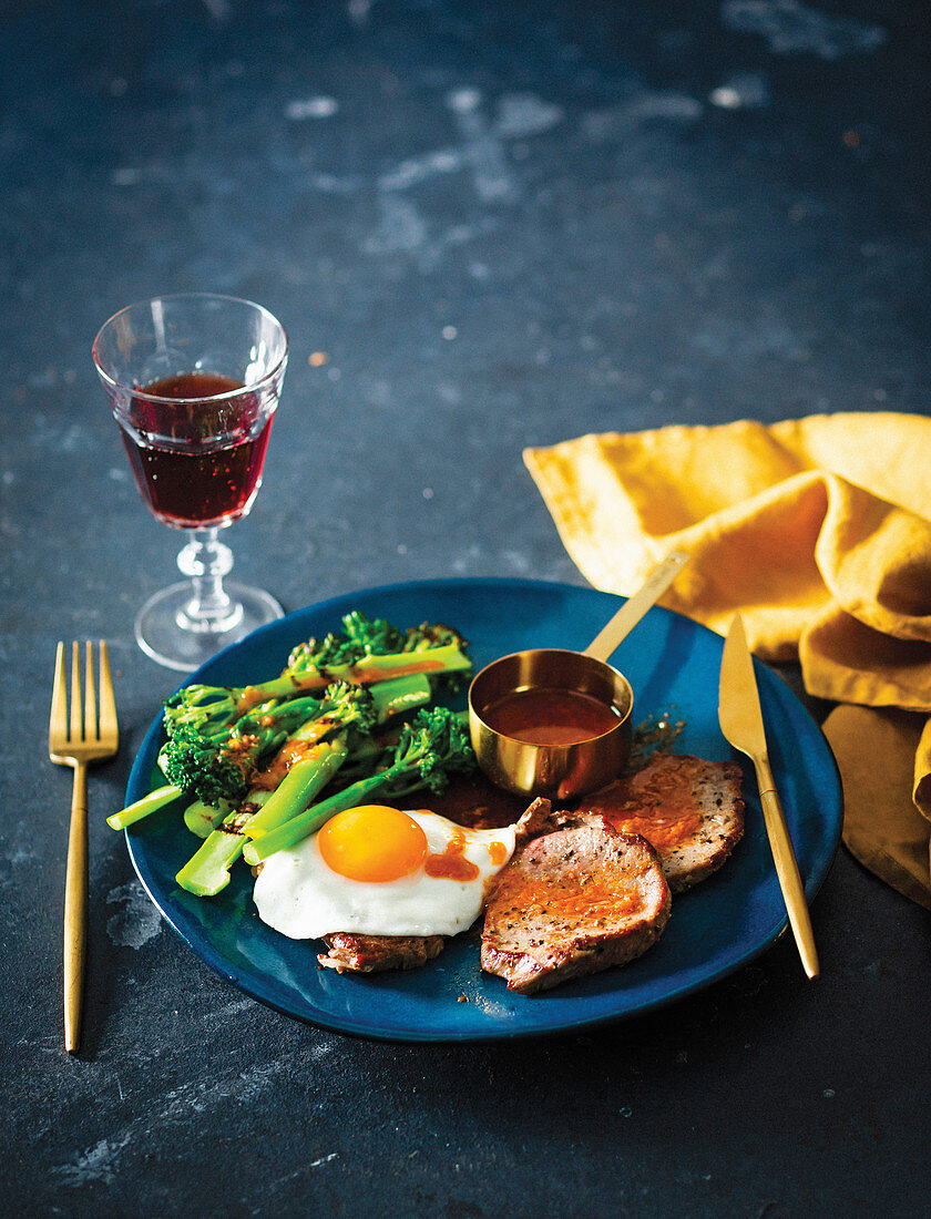 Egg-topped steaks with broccoli and sriracha dressing