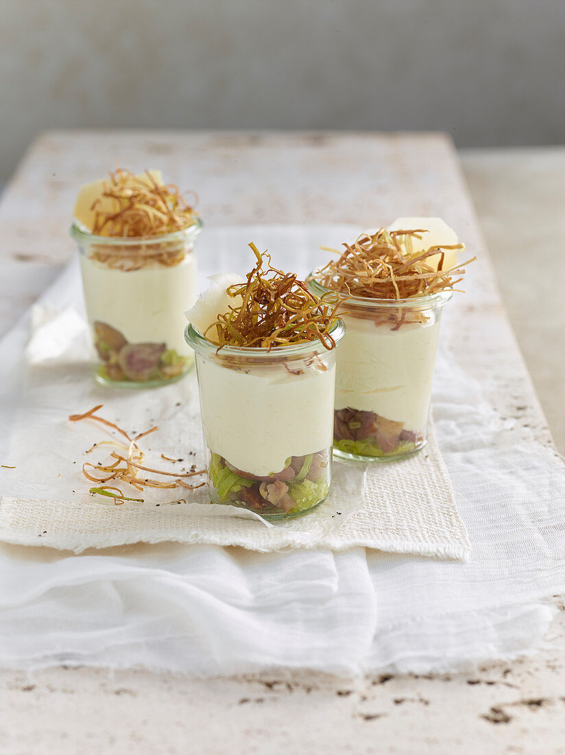 Sbrinz cheese and bay leaf mousse with chestnuts and leek