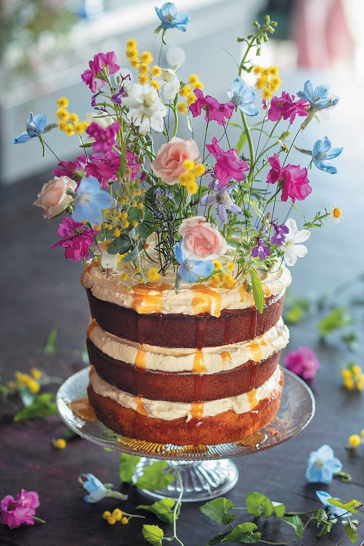 Citrus-almond-orange cake with mascarpone cream
