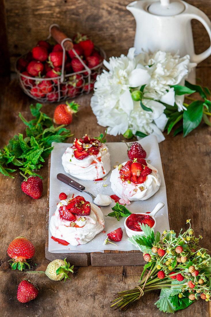 Mini pavlovas with strawberries