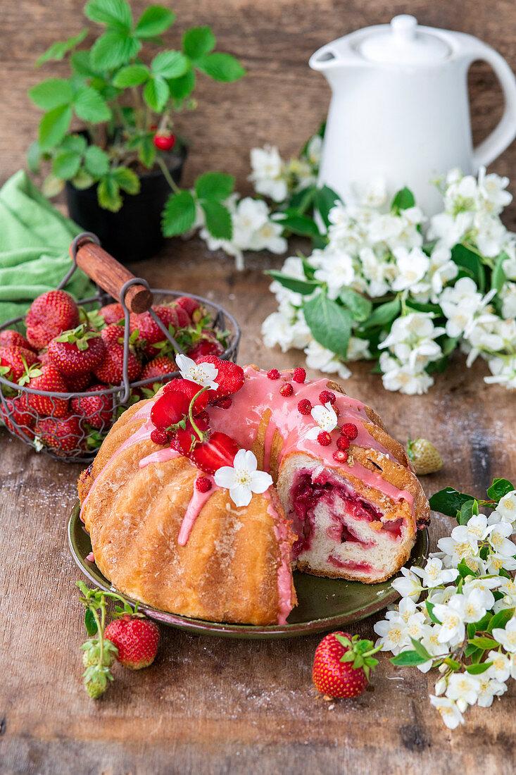 Strawberry yeast cake