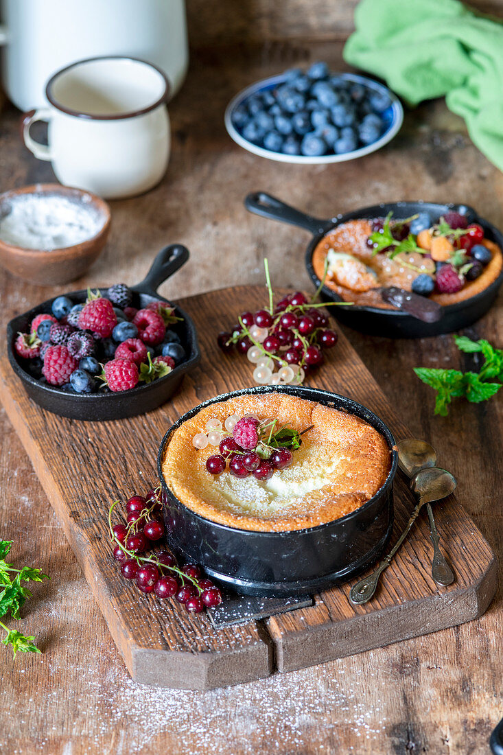 Quark souffle with berries