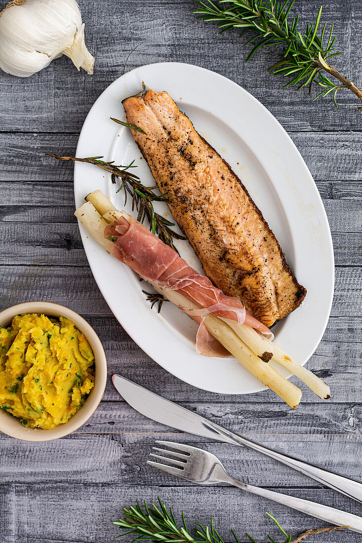 Red mullet with asparagus