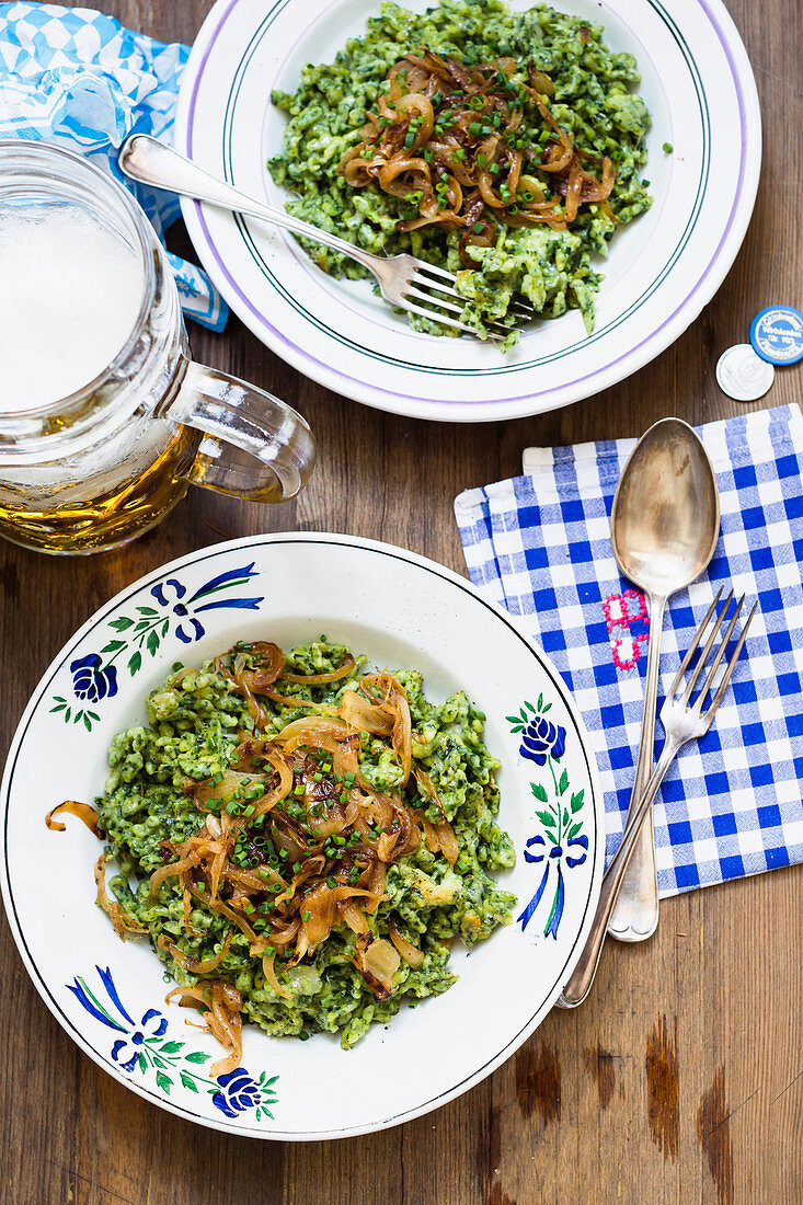 Spinach spaetzle with fried onions
