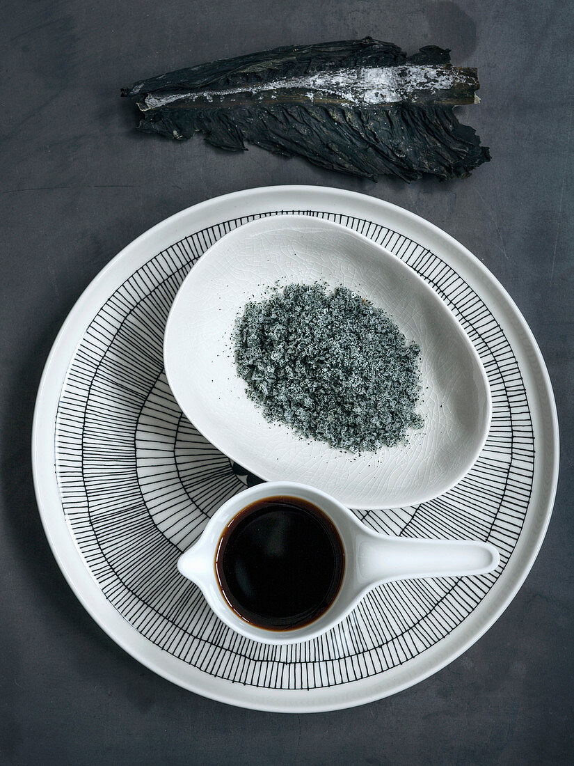 Salt with wakame seaweed