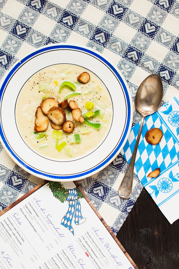 Potato and leek soup with bread slices