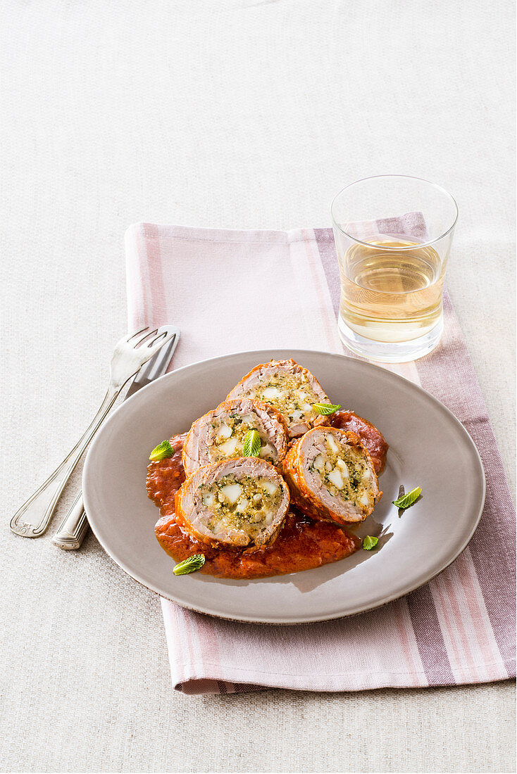 Braised tuna rolls with cheese filling