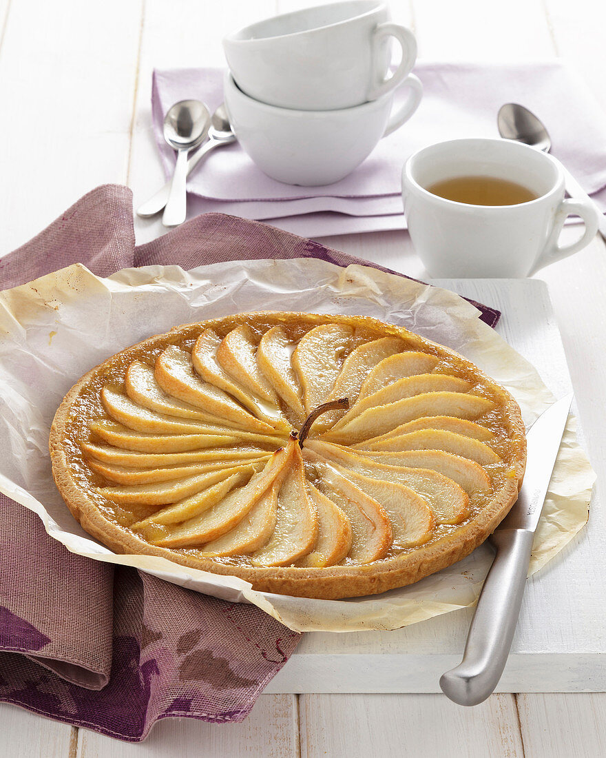 Pear tart with Passito and pear puree