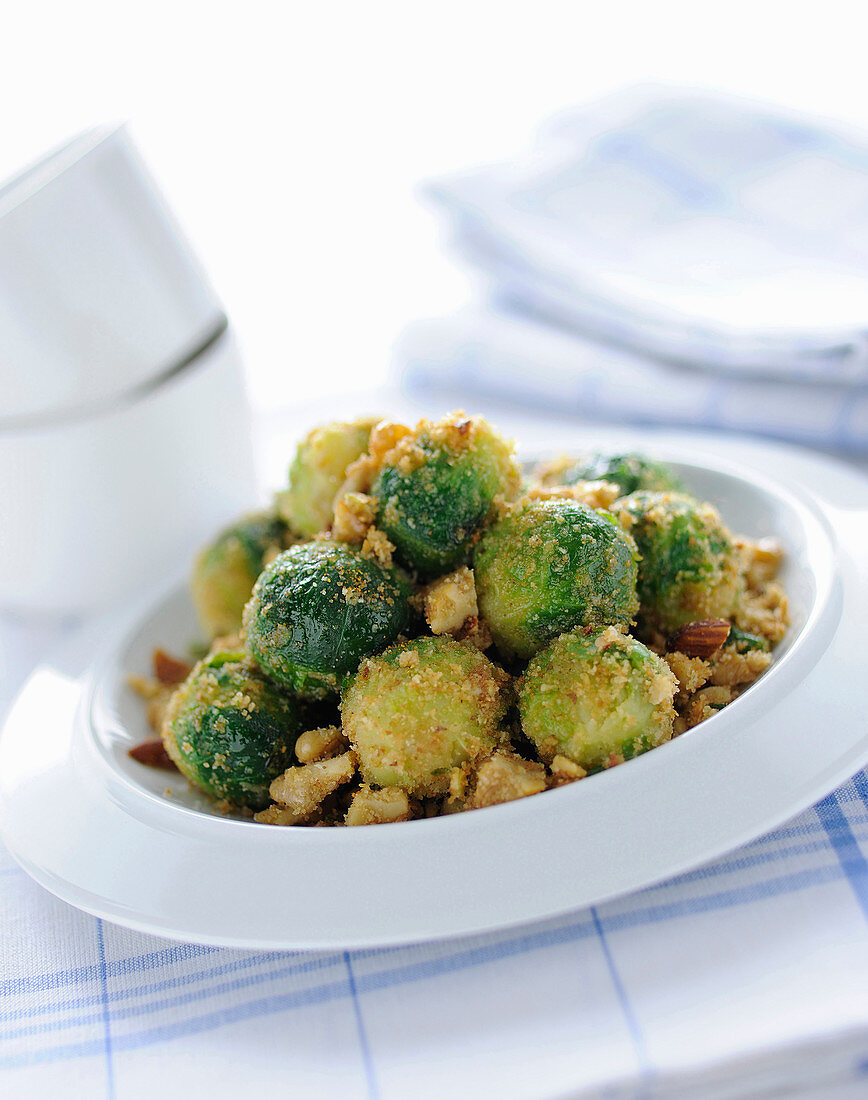Brussels sprouts au gratin with almond and walnut crumbs