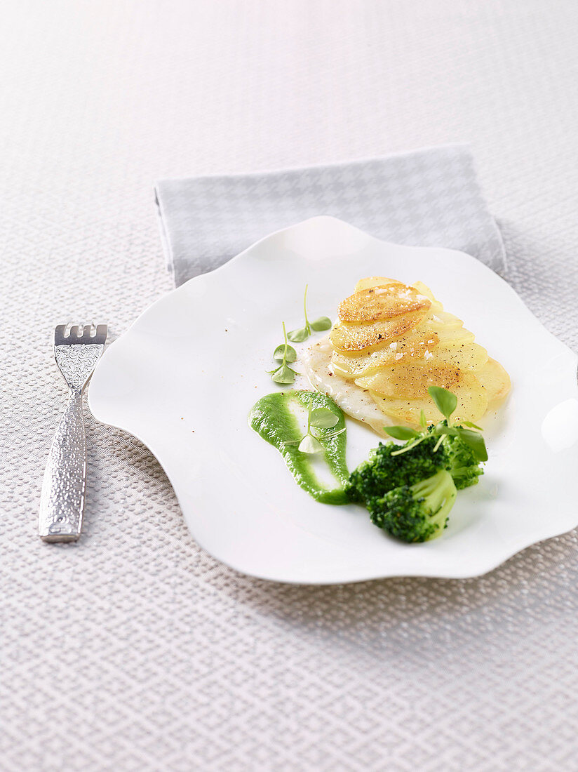 Turbot with a potato crust and broccoli cream