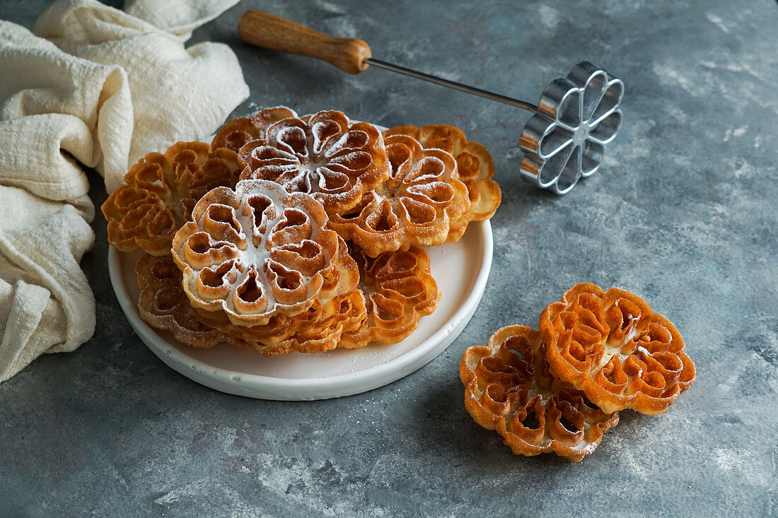 Flores de carnaval (flores manchegas crocantes) - Spanish and Scandinavian cookies for Christmas and Easter