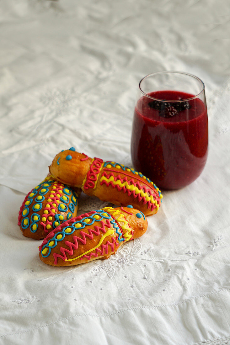Guaguas de pan y colada morada - Ecuatoriana figures for the Day of the Deceased