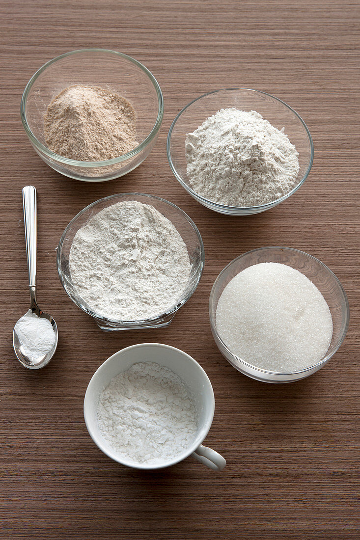 Basic ingredients for gluten, lactose and egg-free doughs and pastries