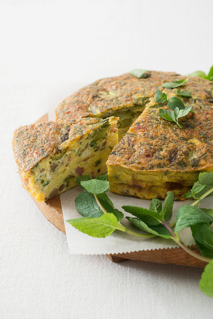 Frittata de pasqua (Easter omelette with innards, asparagus and ham, Italy)