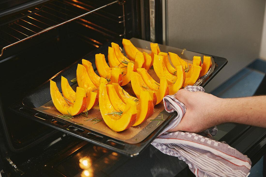 Kürbis im Ofen garen