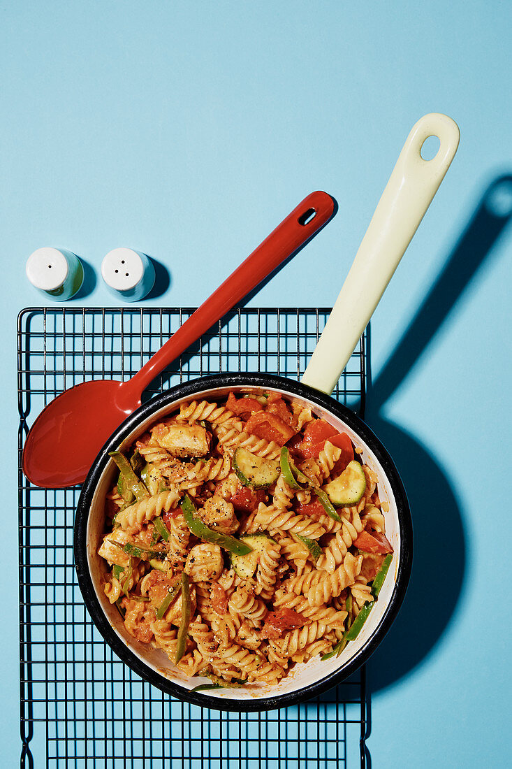 One pot pasta with chicken and pepper