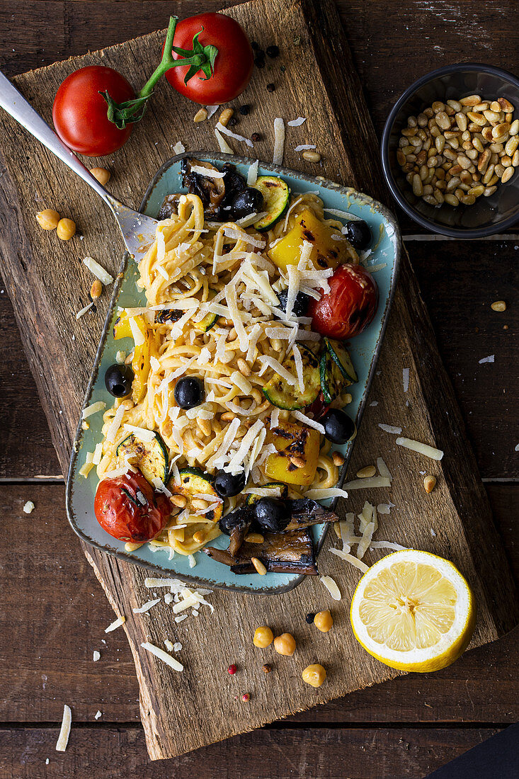 Mediterranean hummus noodles