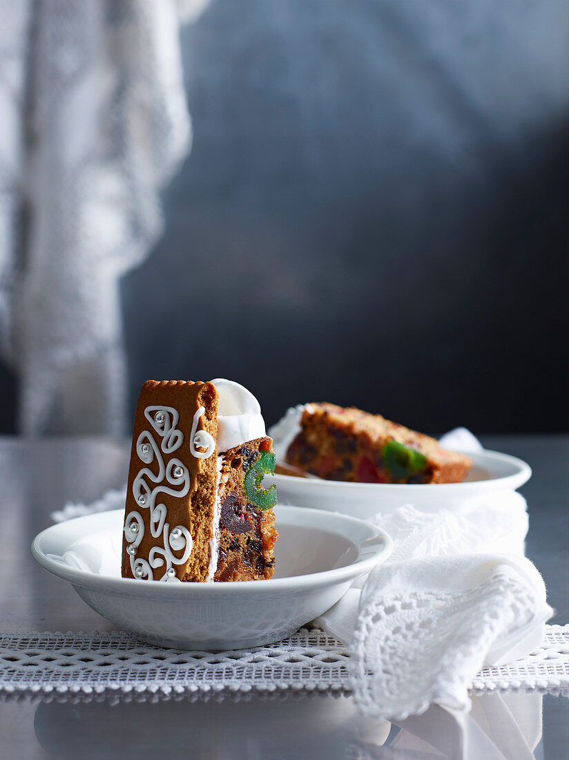 Fruit cake with gingerbread and baiser