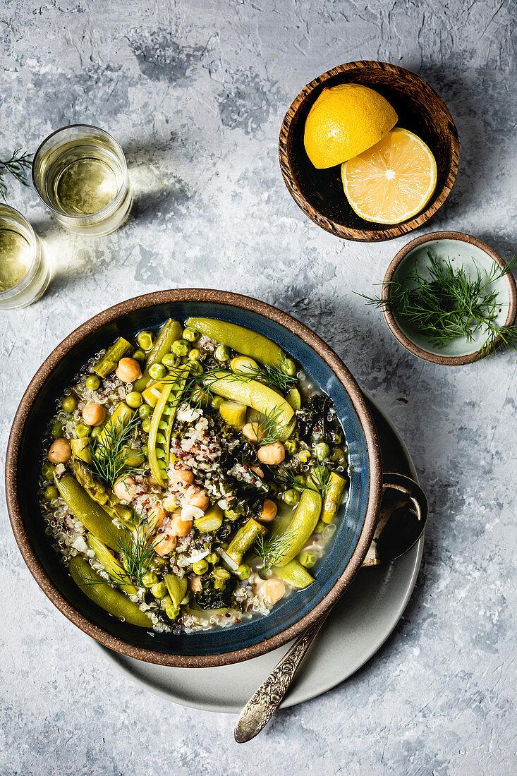 Grüne Gemüsesuppe mit Kichererbsen