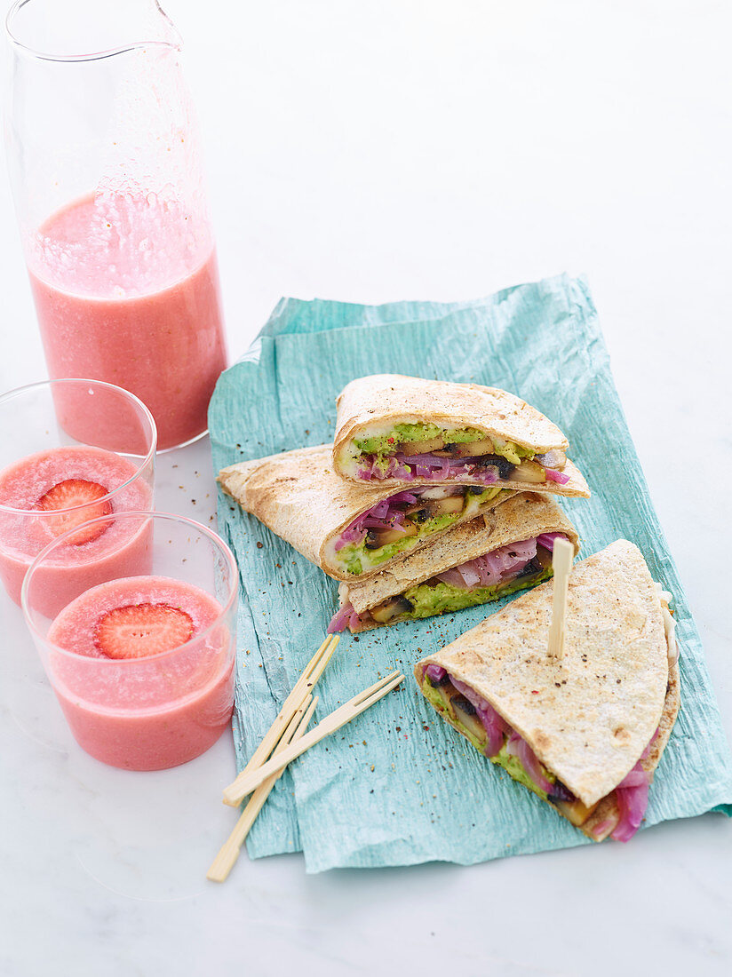 Piadina with sweet and sour onions, mushrooms and avocado