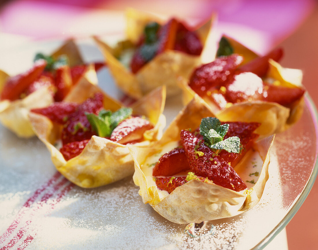 Filo pastry baskets with cream filling and strawberries