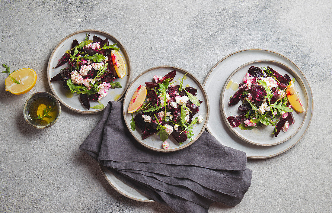 Beetroot salad with ricotta, arugula and lemon