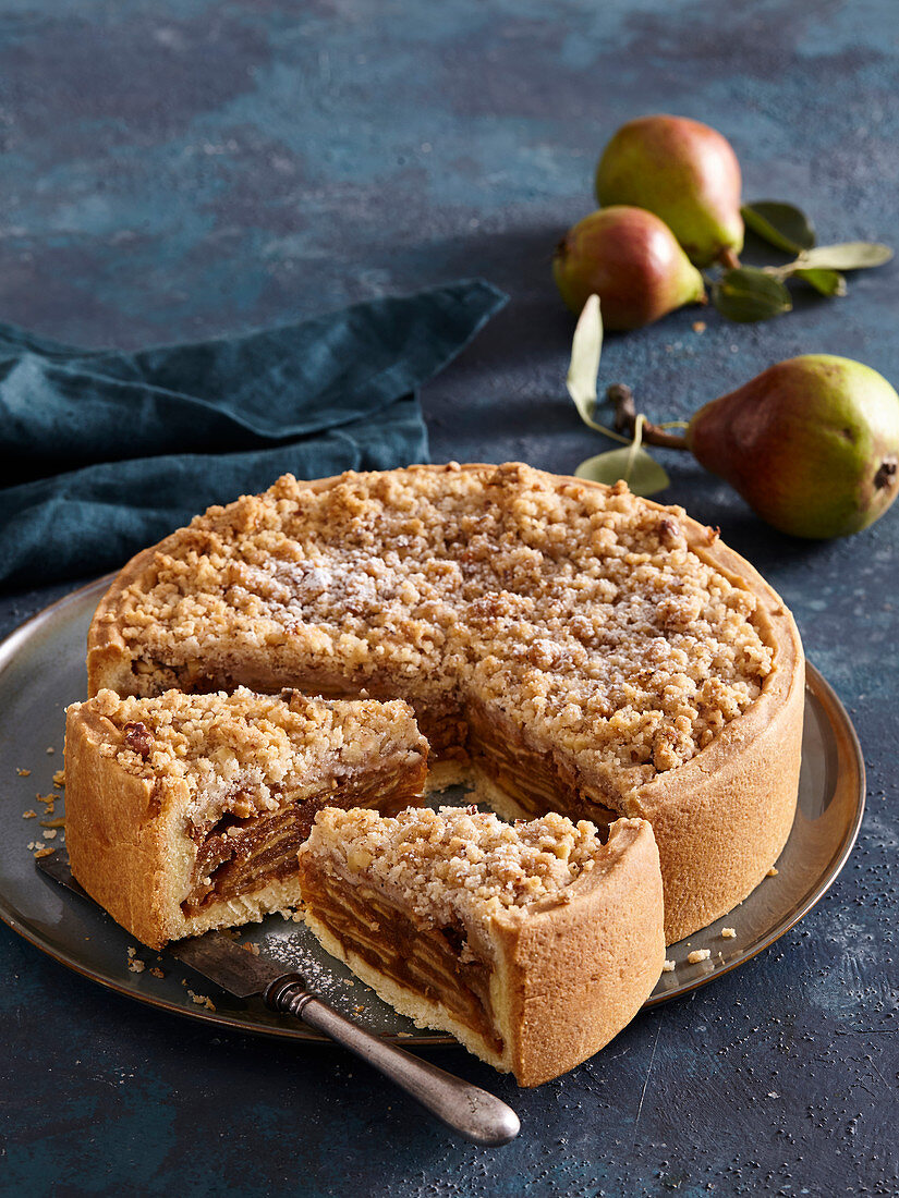 Pie with caramel pears