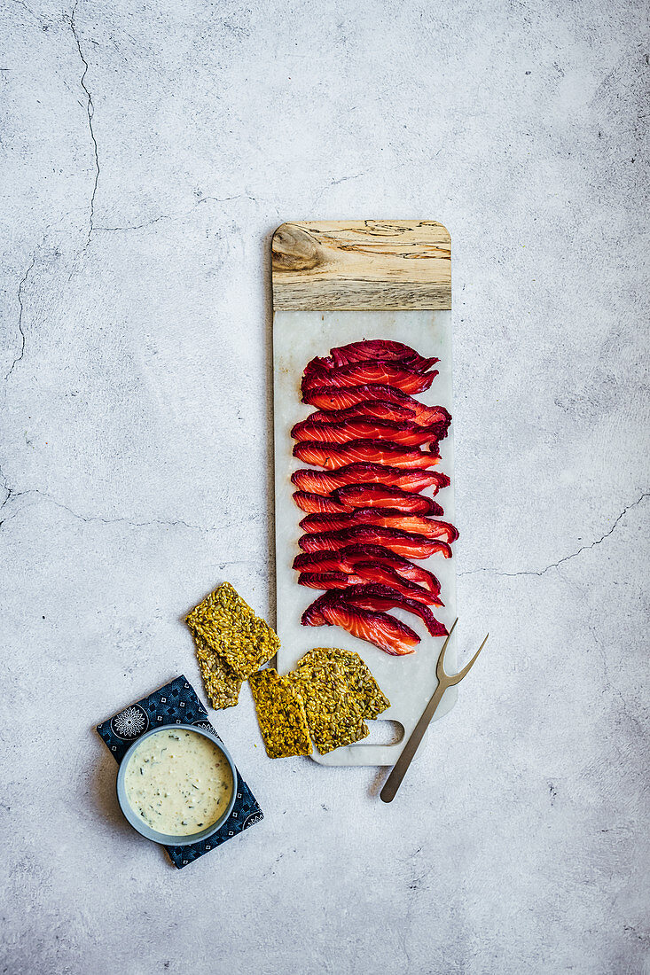 Salmon gravlax with seeded crackers and tartare sauce