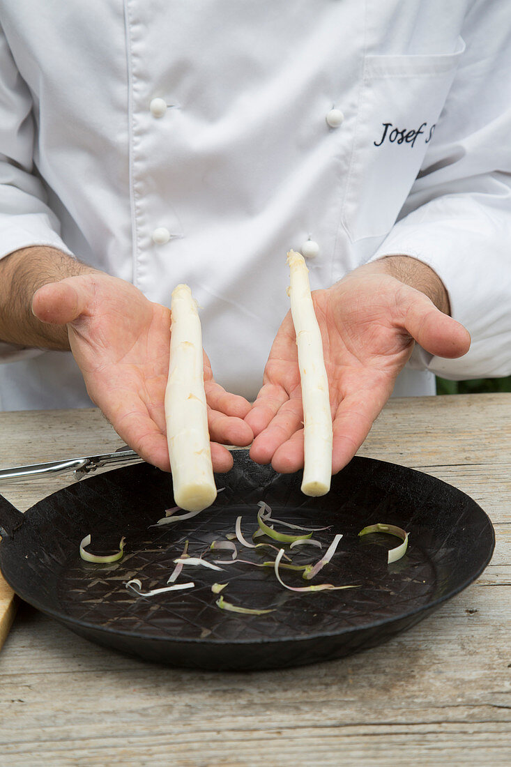 Thick and thin white asparagus spears