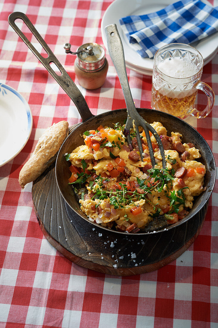 Pepper scrambled eggs with sausage