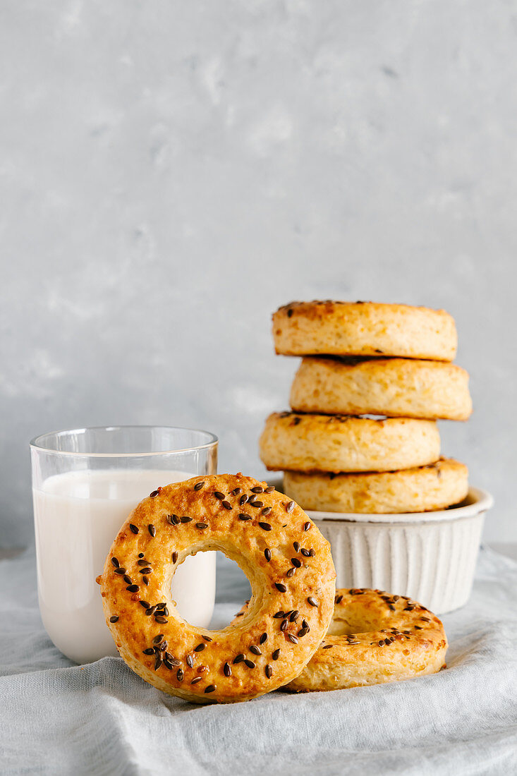 Cottage cheese and cheese bagels with flax seeds and milk