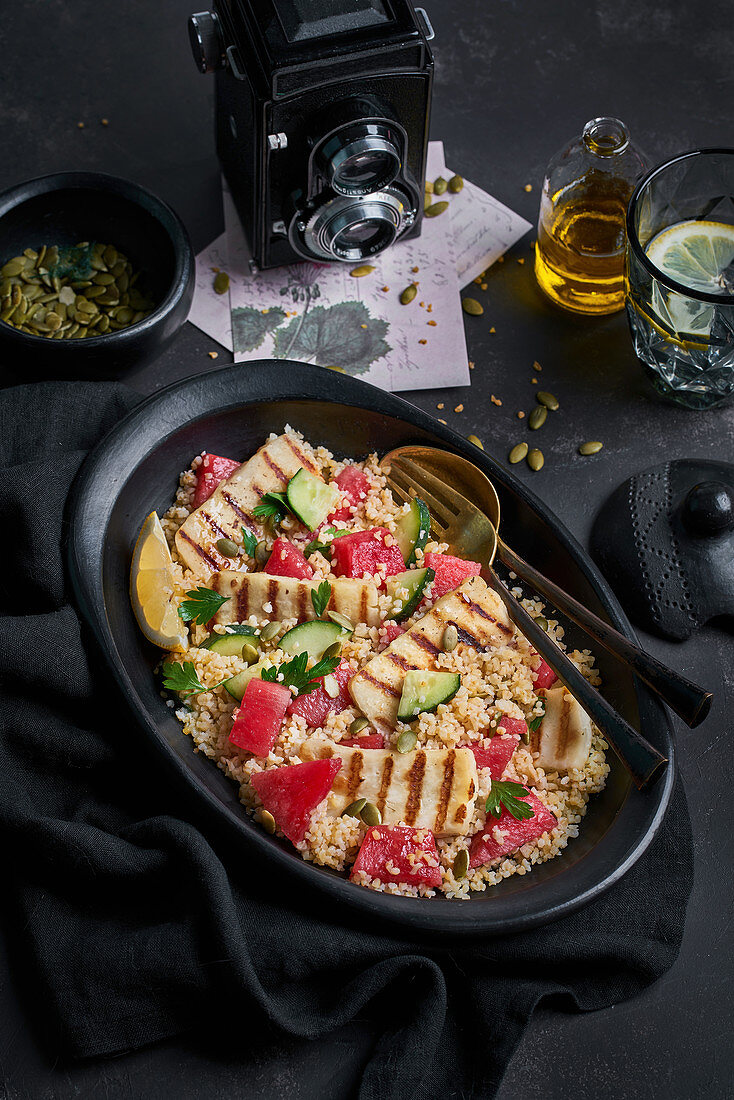 Bulgur salad with Halloumi cheese and ripe ingredients
