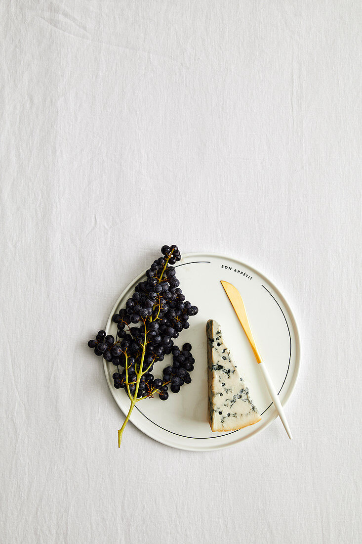 Blue Cheese, grapes and knife