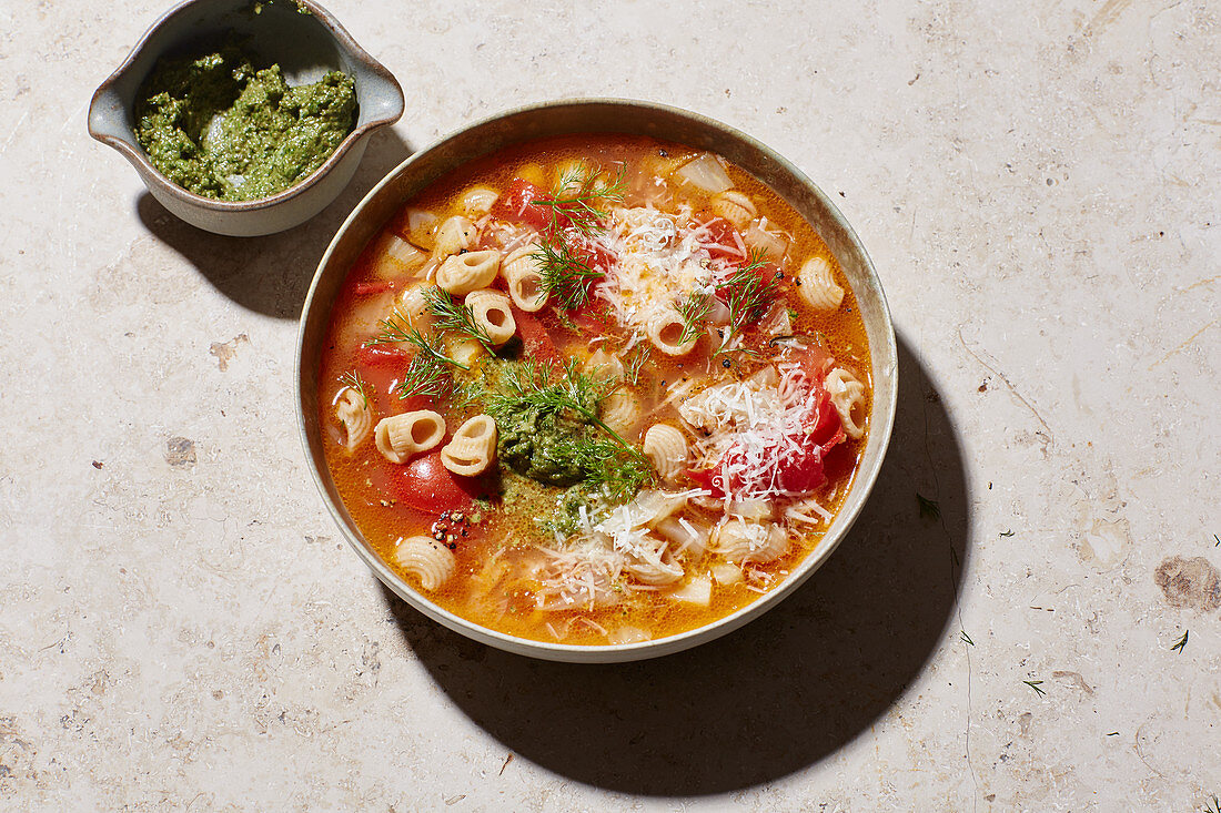 Summer minestrone with tomatoes and fennel