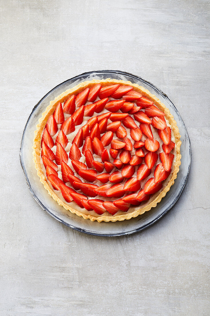 A strawberry tart with vanilla cream (sugar-free)