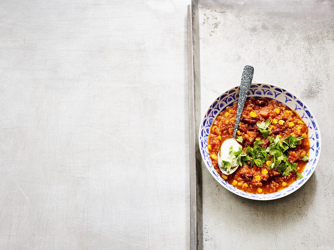 Quinoa chilli sin carne with honey