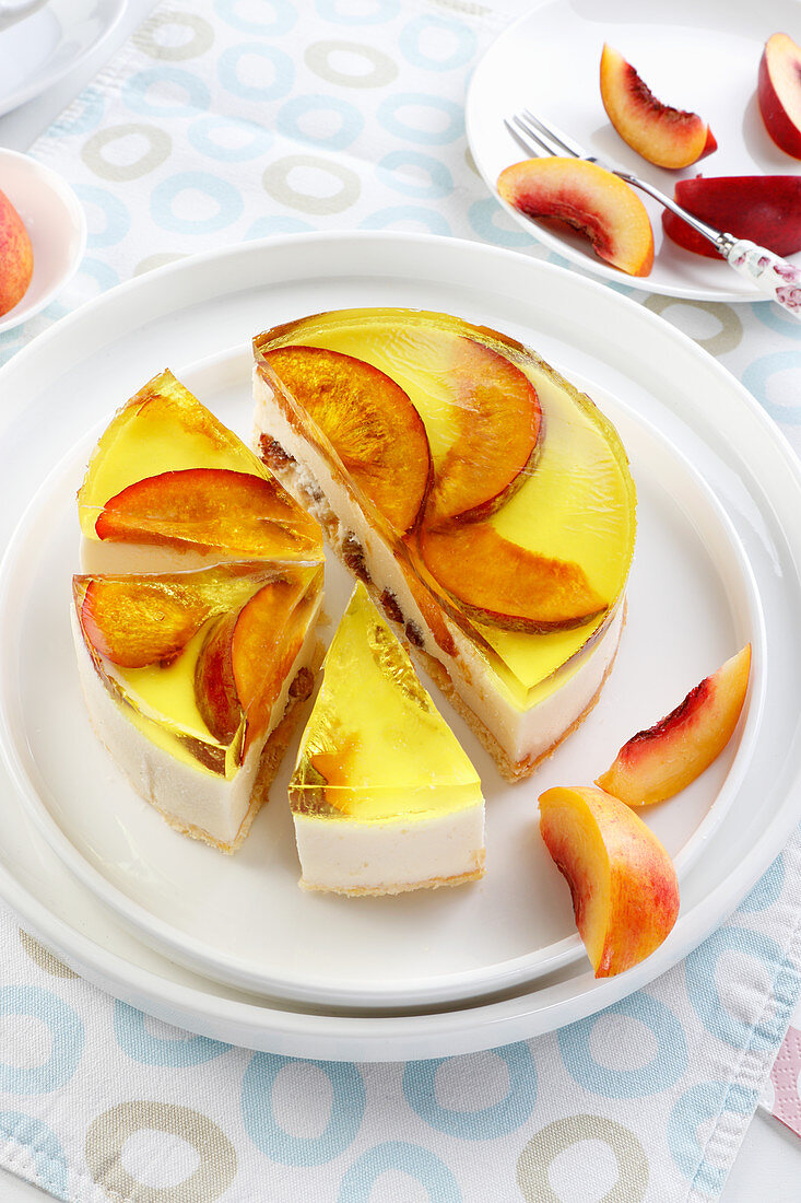 Cold cheesecake with jelly and peaches