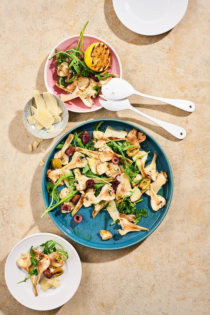 Artischocken-Carpaccio mit Parmesan, Rucola und Oliven
