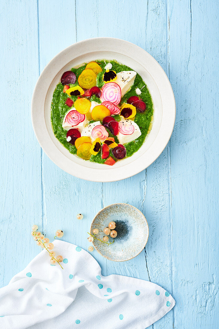 A smoothie salad with pepper, beetroot, mozzarella and redcurrants